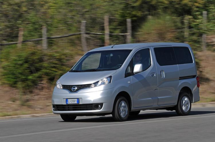 2011 nissan mpv evalia pictures pricing and specs. Black Bedroom Furniture Sets. Home Design Ideas