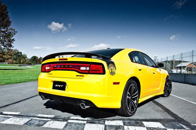 2012_dodge_charger_super_bee-4