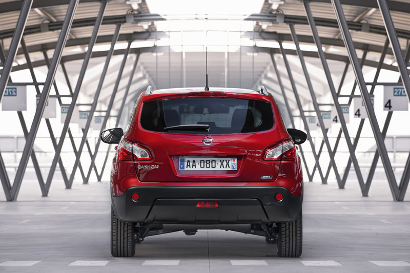 nissan qashqai features new smaller and frugal 1 6 dci. Black Bedroom Furniture Sets. Home Design Ideas