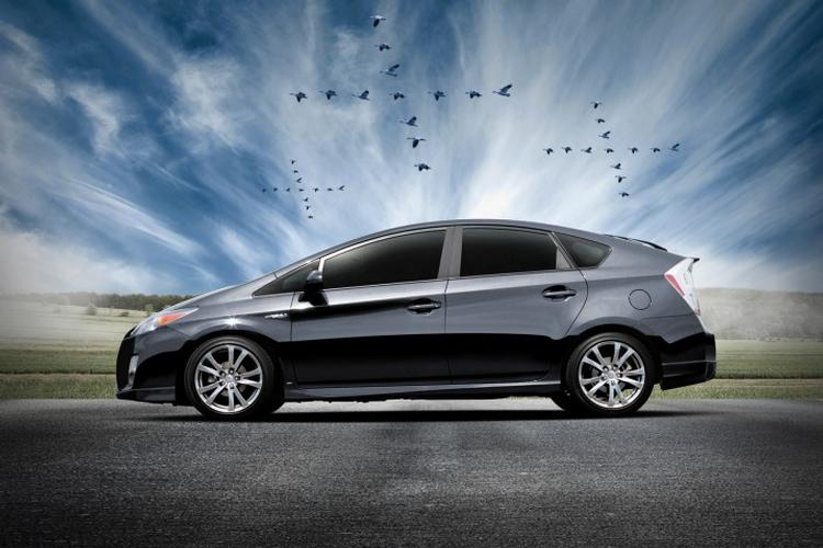2011_toyota_prius_plus_performance_package_2